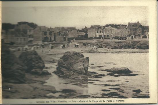 Croix-de-Vie, les rochers et la plage de la Pelle à Porteau.