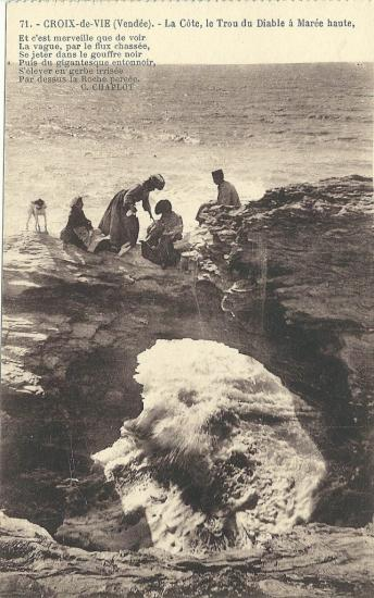 Croix-de-Vie, la côte, le trou du diable à marée basse.