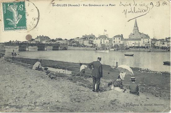 St-Gilles-sur-Vie, vue générale du pont et du port.