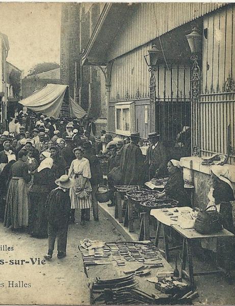 La place de l'église, l'hôpital, les rues de Saint-Gilles-sur-Vie
