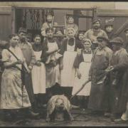 Croix-de-vie, personnel de la conserverie Gendreau pendant la guerre.