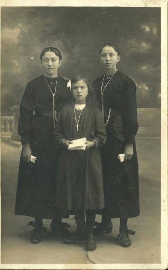 Emilienne, Georgina et Elisabeth Camus