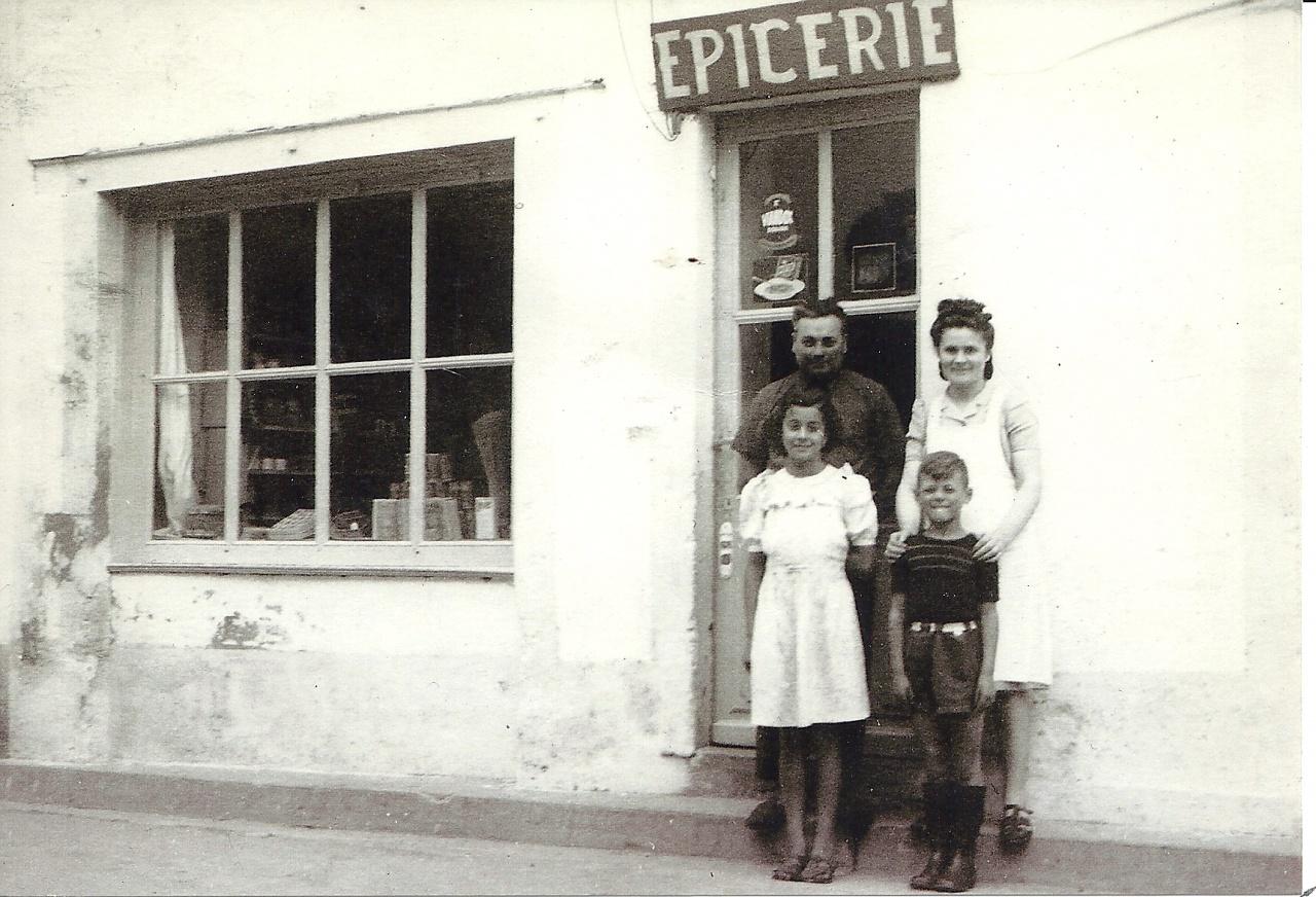 St-Gilles-sur-Vie épicerie Averty dans les années 1950.