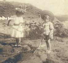 Marcelle Caillard à la pêche aux crabes.