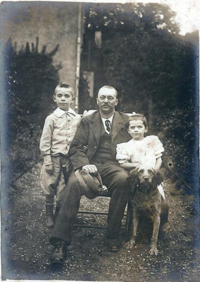Mr Frédéric Caillard  Marcelle et Frédéric ses enfants.