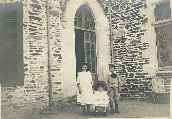 Enfants de la maison de Sèvres.