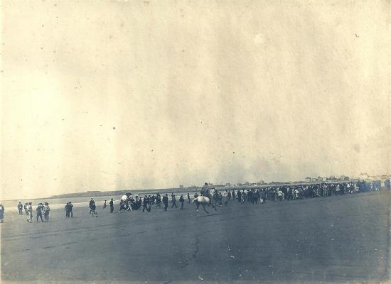 Courses hippiques sur la plage de St- Gilles-sur-Vie.