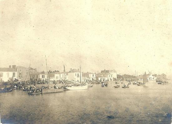 Fête sur le quai de St-Gilles.