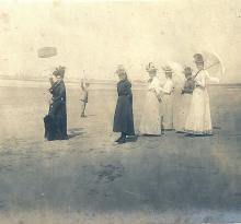 Des belles dames à la plage.