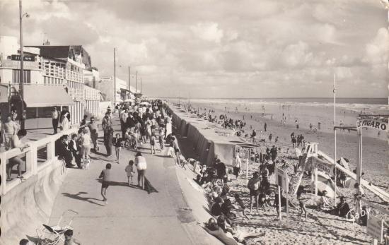 St-Gilles-sur-Vie, la plage et le club Mickey.