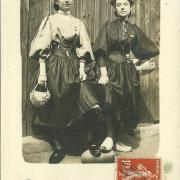 Croix-de-Vie, costume local.