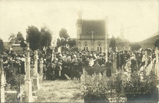 Croix-de-Vie, pélerinage au cimetière.