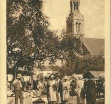 Croix-de-Vie, place de l'église, le marché.