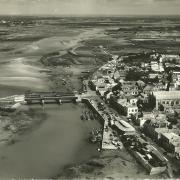 Saint-Gilles-sur-Vie, vue aérienne, le port, et les ponts.