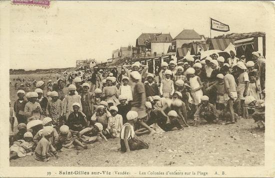 St-Gilles-sur-Vie, des colonies sur la plage.