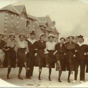 Croix-de-Vie, groupe de danseurs.