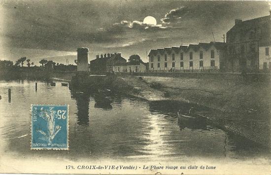 Croix-de-Vie, le phare rouge au clair de lune.