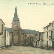 Saint-Gilles-sur-Vie, l'église et la place.