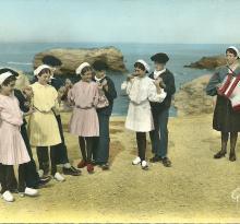 Croix-de-Vie, Le groupe Bise-Dur dansant L'Aéroplane.