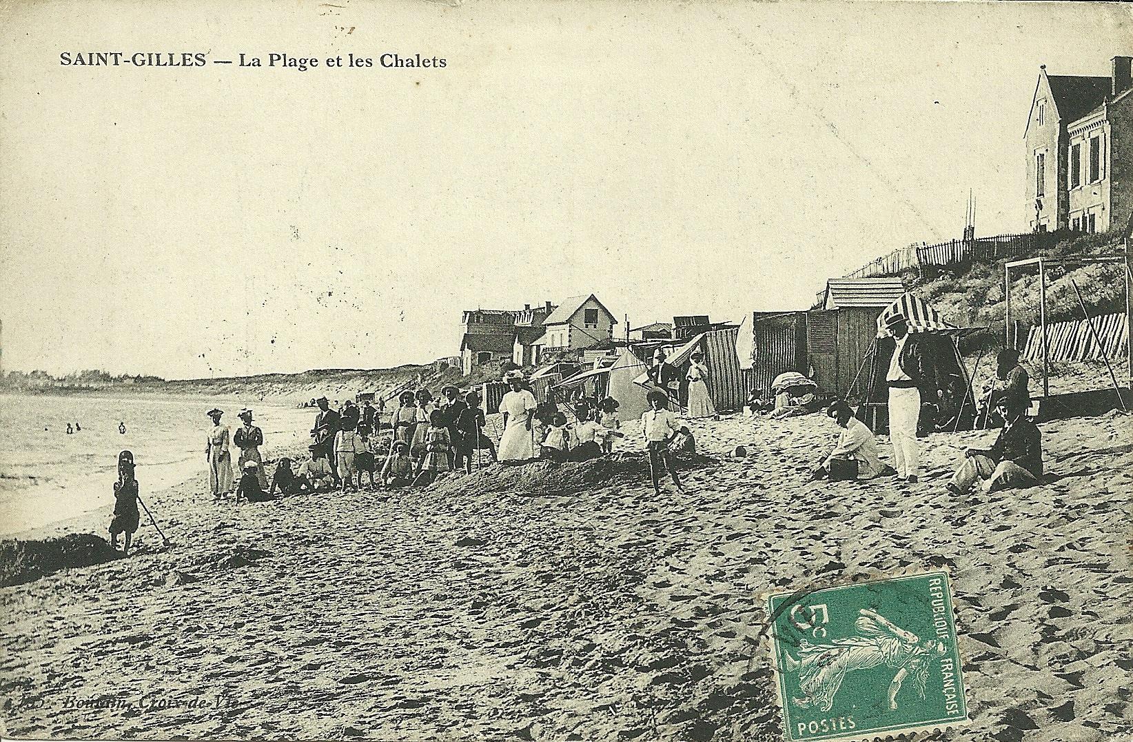 Saint-Gilles-sur-Vie, la plage et les chalets.