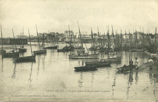 Croix-de-Vie, le port avant le départ pour la pêche.