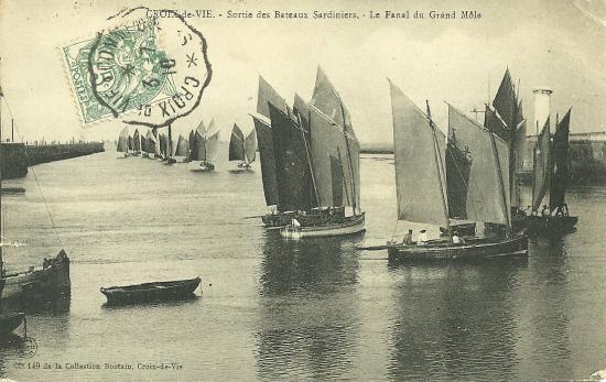 Croix-de-Vie, sortie des bateaux sardiniers.