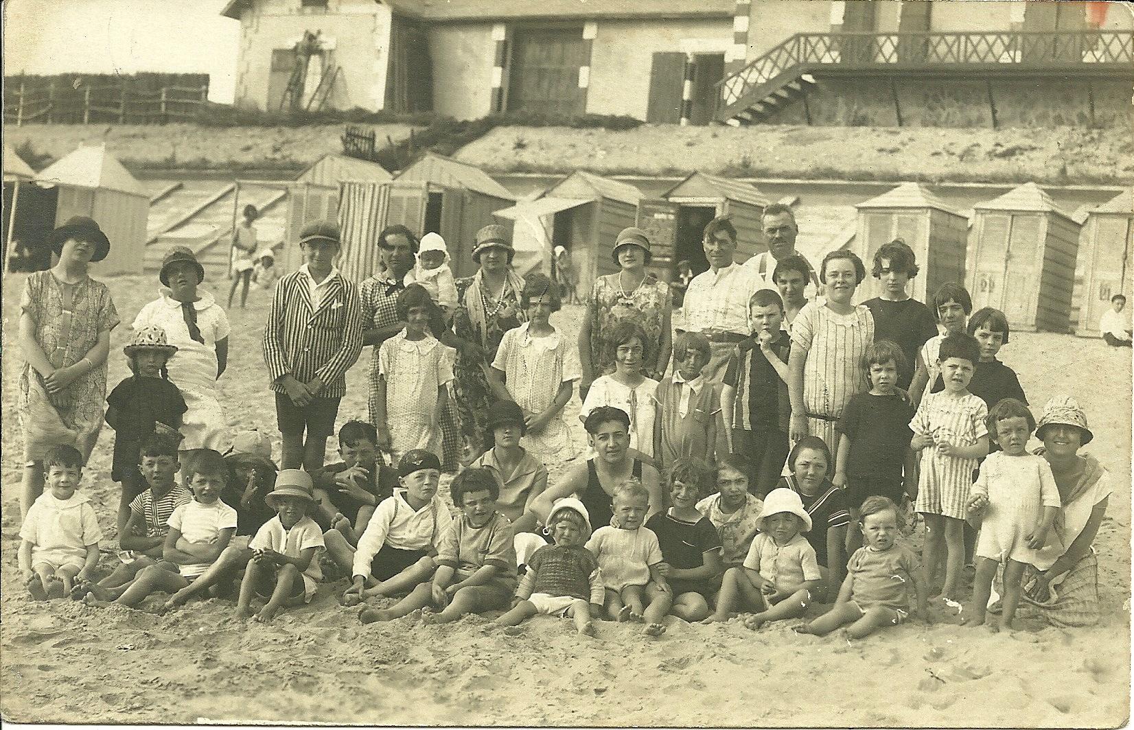 Saint-Gilles-sur-Vie, groupe de personnes.