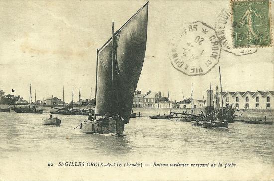 St-Gilles-Croix-de-Vie, bateau sardinier arrivant de la pêche.