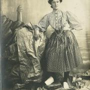 Croix-de-Vie, costume et faux décor, Mme Moreau rosela.