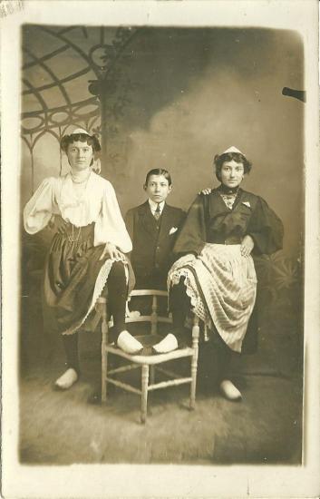 Croix-de-Vie, costume et faux décor.