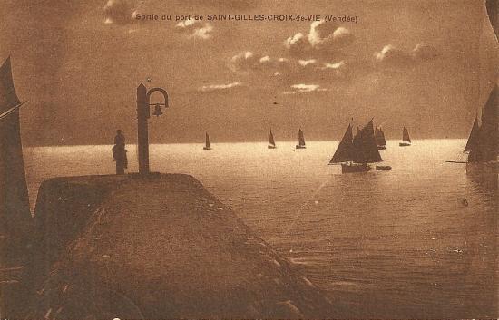 Croix-de-Vie, la jetée et la sortie des bateaux.