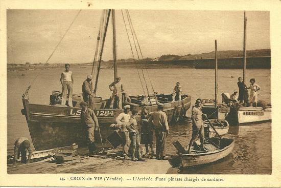 Croix-de-Vie, l'arrivée d'une piansse chargée de sardines.