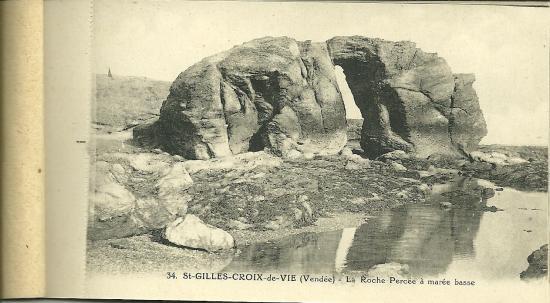 St-Gilles-Croix-de-Vie, la roche percée à marée basse.