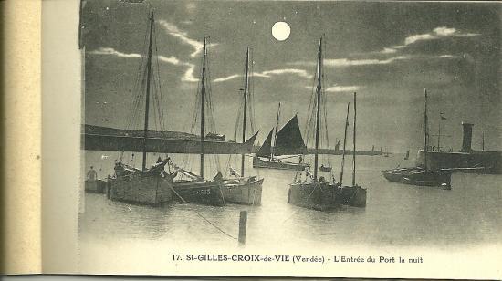 St-Gilles-Croix-de-Vie, l'entrée du port la nuit.