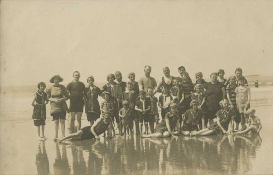 Saint-Gilles-sur-Vie, la plage et les costumes de bain.