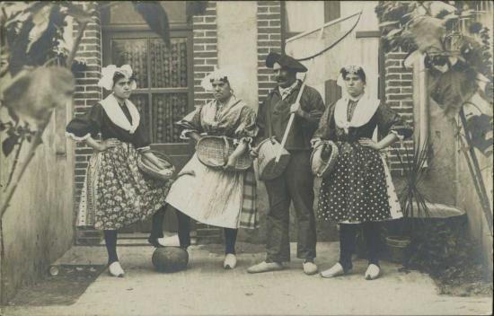 Croix-de-Vie, costumes traditionnels.