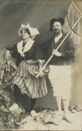 Croix-de-Vie, couple avec le costume local.